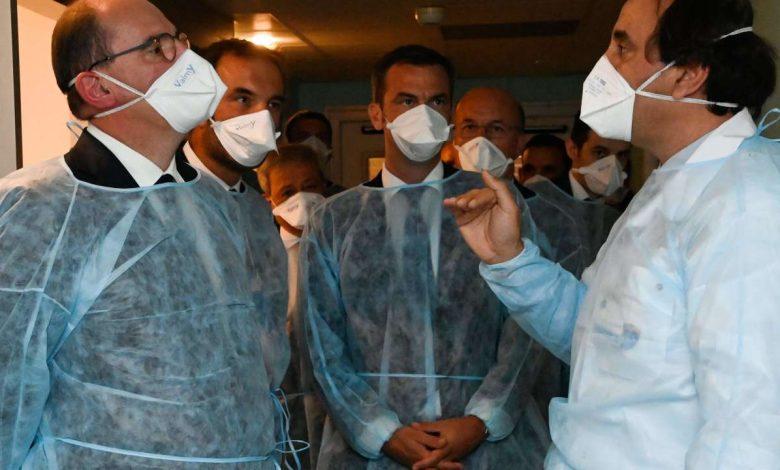 Face à la détérioration de la santé, le gouvernement appelle les Français à «travailler ensemble».